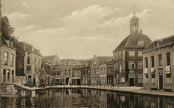 zakkendagers in Schiedamse Courant, zaterdag 22 november 1969. Behoud de Brandersbuurt. Met o.a. Jan Schaper geprobeerd sloop te voorkomen. Helaas; voorgoed verloren.