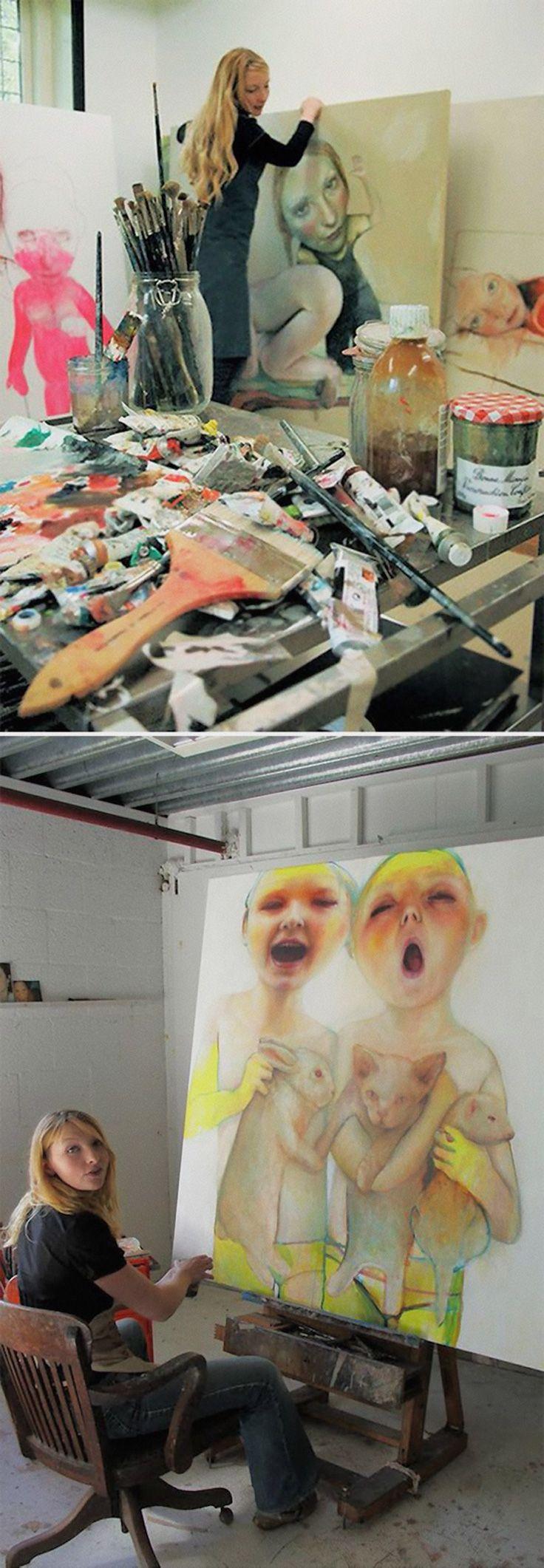 Tamara Muller, artist painting in her art studio #workspace. tamaramuller.nl