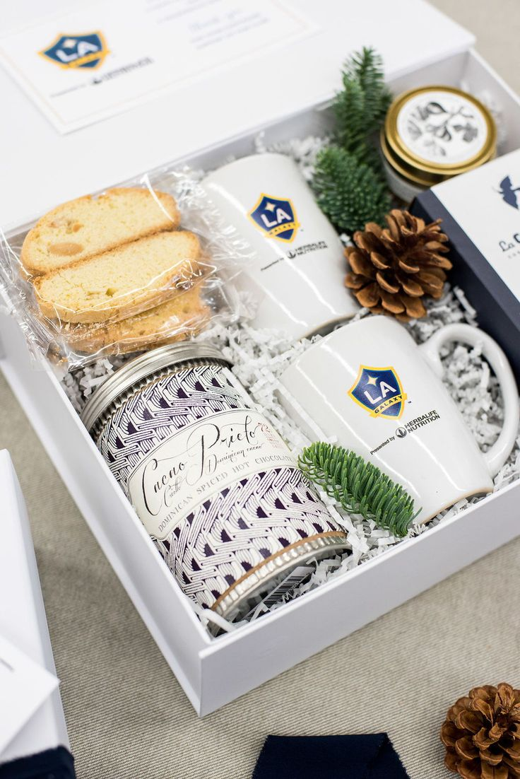 How to Make your Corporate Swag feel More Personal? Create a custom gift to show your appreciation for your clients and co-workers. Corporate Gifts . Client Gifts . Gift Boxes . Gift Ideas . Boss Gift . Image by Lissa Ryan Photography