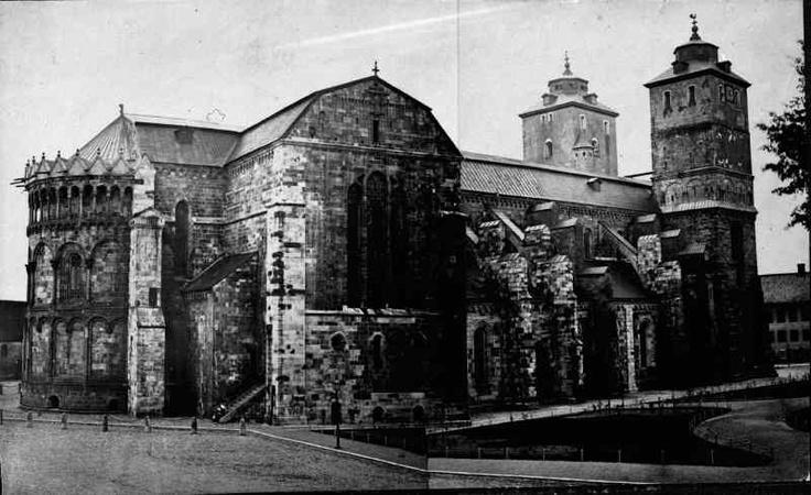 Kyrkan från nordöst. Före restaureringen omkring 1870-talet. Foto: Okänd