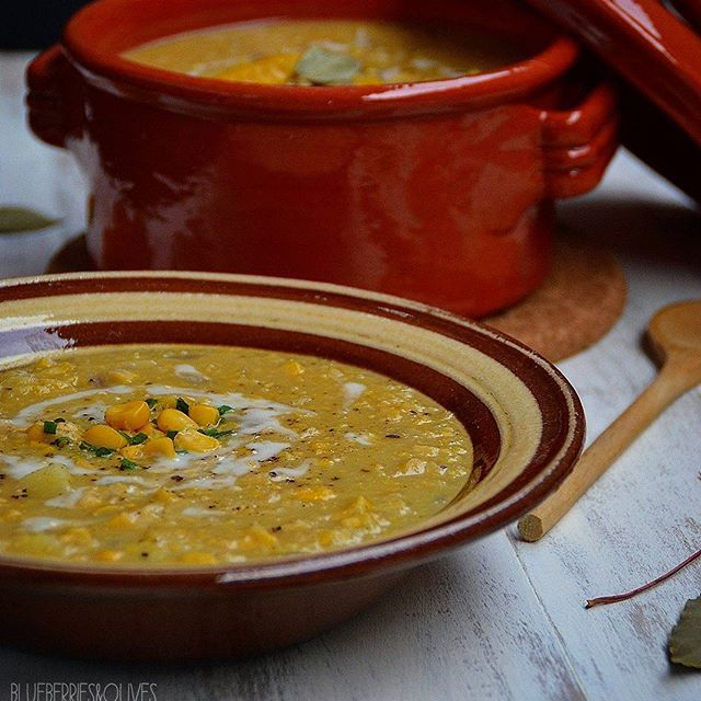 Creamy corn and potato chowder - Sopa cremosa de maíz y patata. BLUEBERRIES&OLIVES