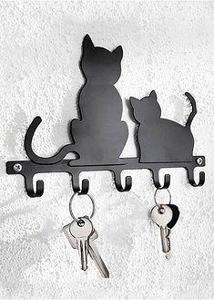 Dekoracyjny wieszak na klucze z motywem kotów. Dzięki niemu wszystkie Twoje klucze od domu, auta, ogrodu lub garażu itp. będą zawsze w jednym miejscu! Wym. ok. 20 x 15 x 2 cm. Materiał wierzchni: Żelazo