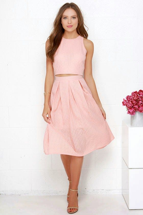 Love the two piece midi dress look. Casual dresses are what spring is all about.