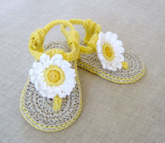 CROCHET PATTERN Baby Sandals with Flowers Easy por matildasmeadow