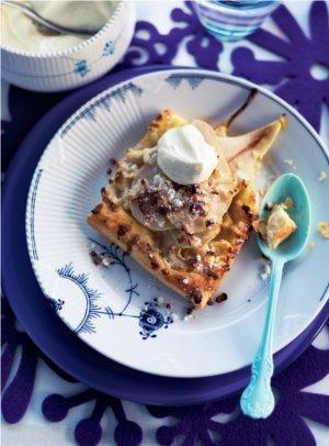 Pæretærte med vaniljerørt cremefraiche | Magasinet Mad! (Recipe in Danish)
