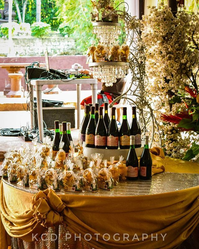 """Ninang and ninongs souvenir for the wedding.. #FilipinoWedding #Photography #WeddingPhotography #KCDPhotography #Philippines #FilipinoSouvenir #ParaKayNinong #ParaKayNinang #WeddingSouvenir #Wine #Giveaways #Filipino #Pinas #Pinoy🇵🇭 #PhilippineCeremonies #PinoyWedding"" by @dkaptured. #eventplanner #weddingdesign #невеста #brides #свадьба #junebugweddings #greenweddingshoes #destinationweddingphotographer #dugunfotografcisi #stylemepretty #weddinginspo #weddingdecor #weddingstyle…"