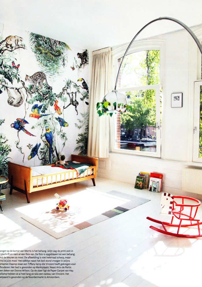 Picture-perfect tropical forest wall - 10 Tropical Kids Bedrooms | Tinyme Blog