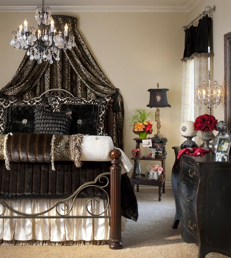 the natural color choice in this luxury bedroom truly brings out the