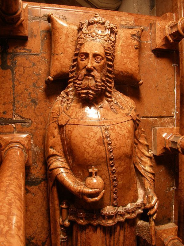 King Casimir III Great (1333–1370) tomb - the late-l4th-century red marble sarcophagus ranks among Europe's best sculptures of the period. POLAND330d352cdf33b23160200b6d96e939aa.jpg (600×800)
