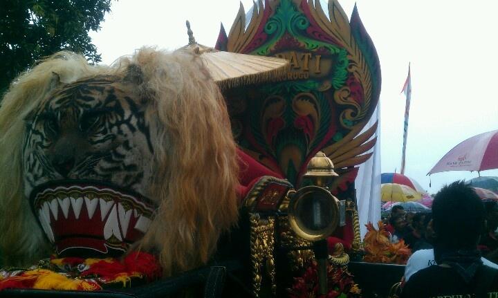Singobarong head at Bantarangin Parade 2012.