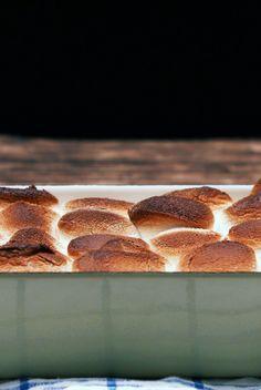 Marshmallow-Nutella-Dip: Dieser Dip ist für die ganz Süßen unter euch: Schokodrops und Nutella-Creme werden hier mit fluffigen Marshmallows überbacken.