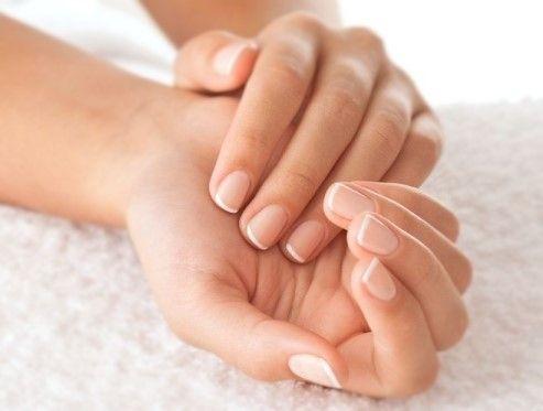 #BeautyTips: guida in 10 step per unghie belle, forti e sane!  Sono tanti i miti che circondano il benessere e la #bellezza delle #unghie. Per avere unghie non solo belle ma anche forti e sane, è necessario sfatarli. Prendersi cura delle unghie è facile, basta sapere come!