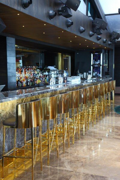 Great combination, grey marble bar with a touch of golden by the stools #bars