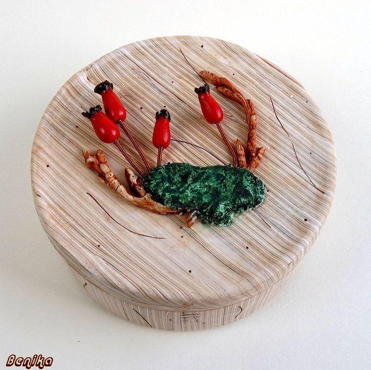 Božena Dresslerová - krabice s imitací dřeva a dalších přírodnin z polymerové hmoty podle workshopu Andrey Zajacové