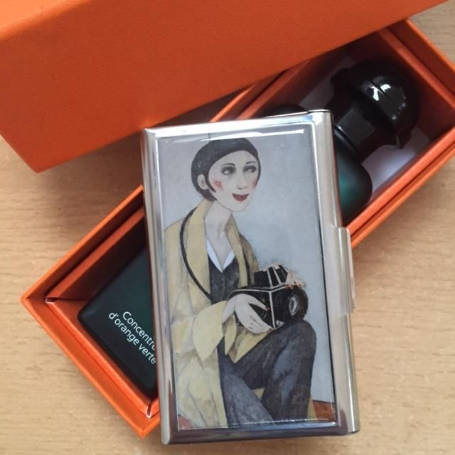Visitcards holder with YOUNG LADY WITH PHOTOCAMERA by Svetlana Kurmaz , 92x 56mm 40 Euros+ shipping from Prague at your place.  #art_kraft #art #cardholder #gift #photo_camera #Svetlana_Kurmaz #Prague #Prag #XPgallery #life_style