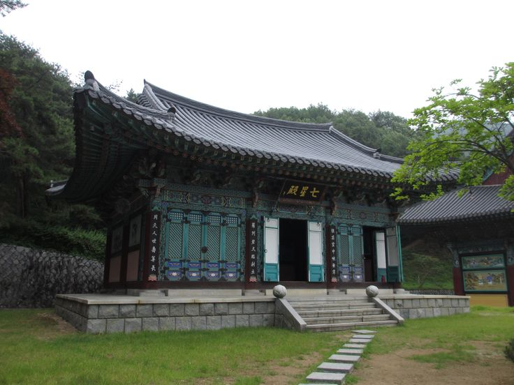 Gakwansa Temple in Cheonan, South Korea has one of the largest Buddah statues in the country.