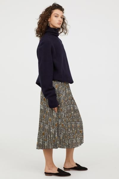 7c4890f9e7 Pleated skirt - Dark blue/Patterned - Ladies   H&M William Morris print