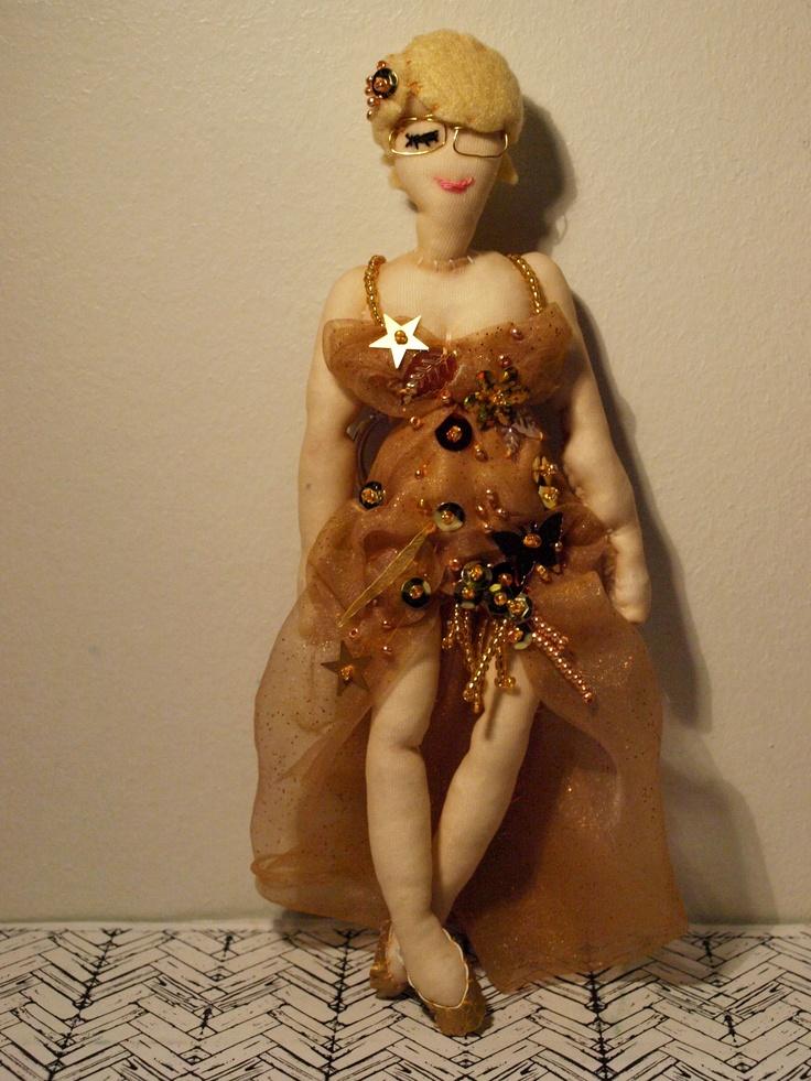 """La petite poupée Claire n°15 + Bonus """"le Chihuahua"""""""