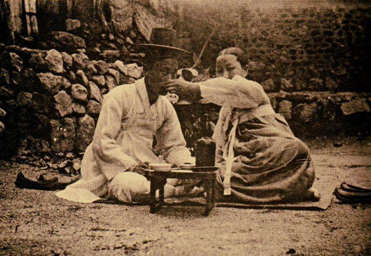 양주洋酒와 양반 [兩班], Korea, 1900,  Photographer Unidentified