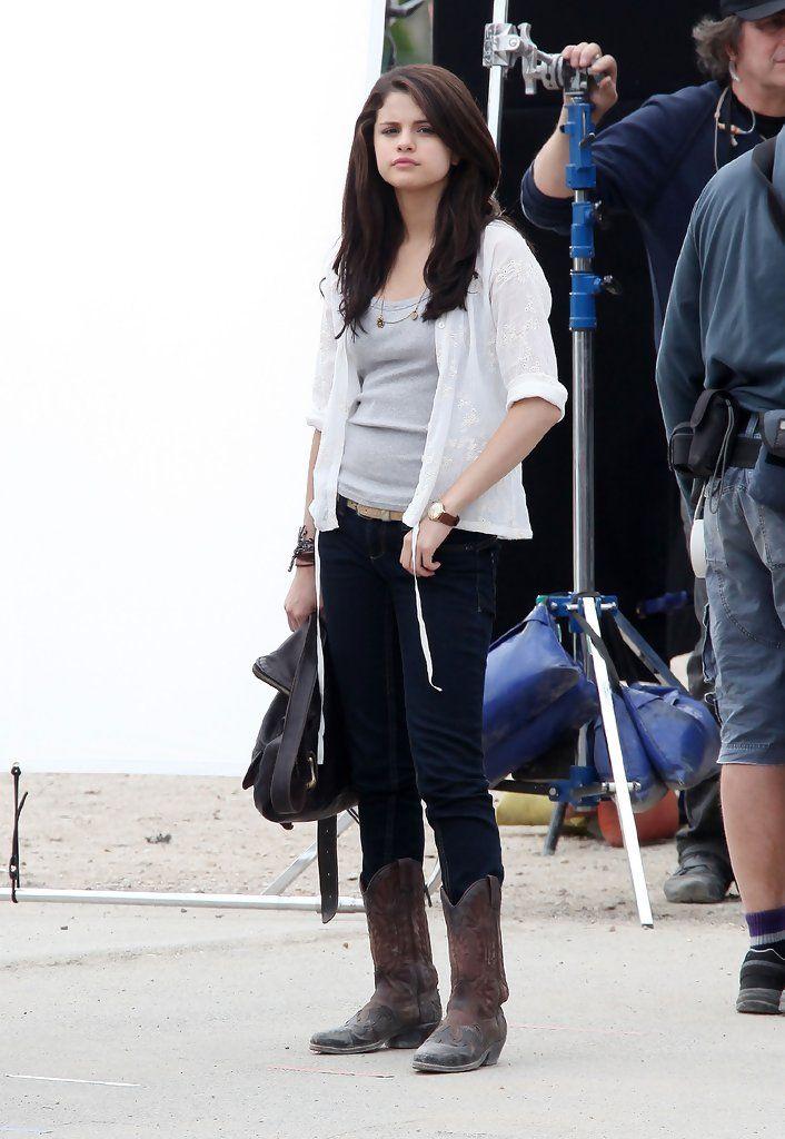 "selena gomez monte carlo photos | Selena Gomez Photos - Stars On Set Of ""Monte Carlo"" In Paris - Zimbio"