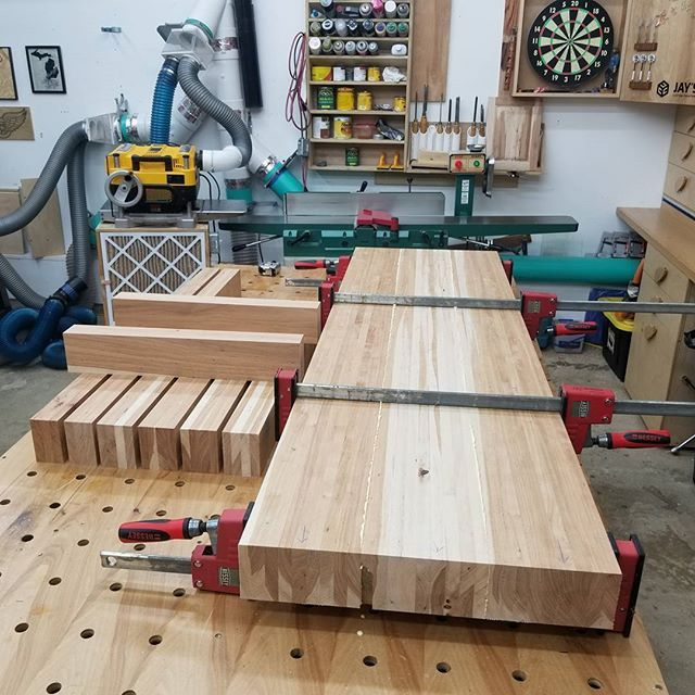 We Did A Good Job Milling The Top Beams Square On All Sides So All Thats Needed Is 4 Clamps To Get A Nice Even Glue Squeez Woodworking Wood Diy Beams