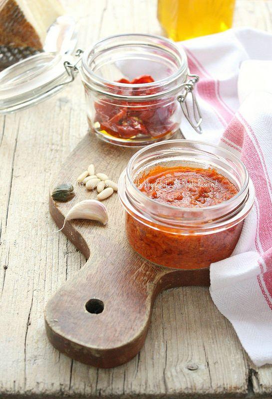 Una finestra di fronte: Pesto di pomodorini confit