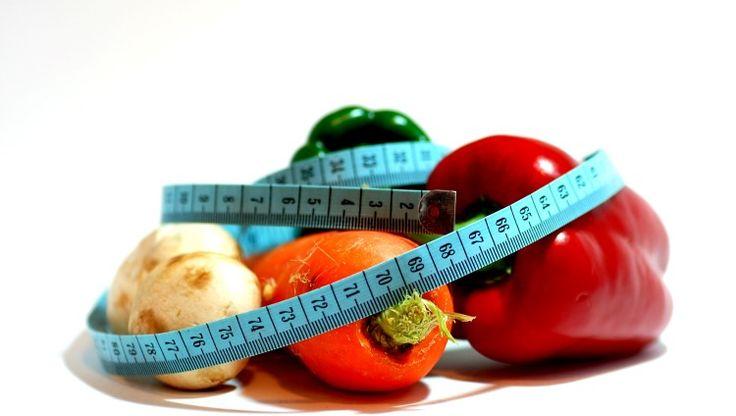 Kalorisiz gıda mı olur dediniz değil mi? Olur efendim. Daha doğrusu öyle yiyecekler vardır ki, vücudun bu gıdaları sindirmek için harcadığı enerji ile, bu gıdaların kalori değerleri hemen hemen aynıdır. Dolayısıyla bu gıdaların kalorisiz olduğu kabul edilebilir. Bu arada kalorisiz gıdalar için altı çizilmesi gereken bir noktada hemen her düşük kalorili gıdanın muhtemelen vitamin veya