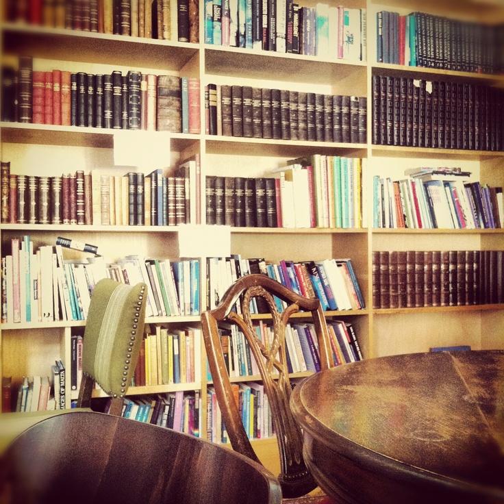 #CoffeyShop #BookshelfPorn