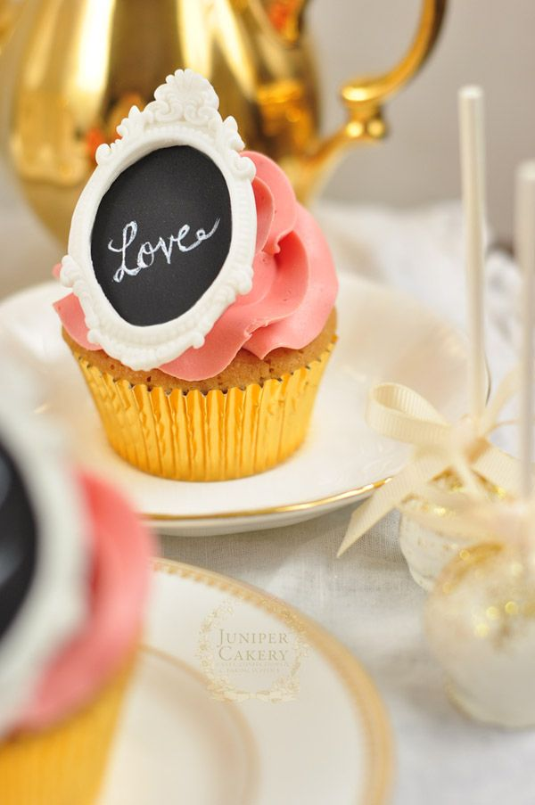 Tutorial for making fondant chalkboard toppers and cakes by Juniper Cakery