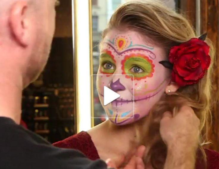 Heb je vanavond een Halloweenfeestje gepland maar heb je nog geen idee hoe je verkleed zal gaan. Probeer dit dan eens uit. Stap voor stap wordt aangeleerd hoe je dit kleurrijke maar akelige gezicht kan schminken.