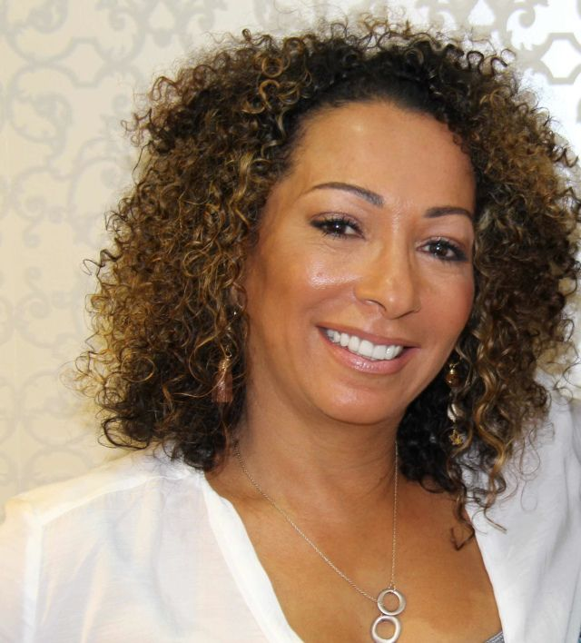 """Read Curl on a Mission blogger, Thais Cuffy's interview """"Hair Brand Founder Jane Carter on Black or White Film and Blended Race Families"""""""