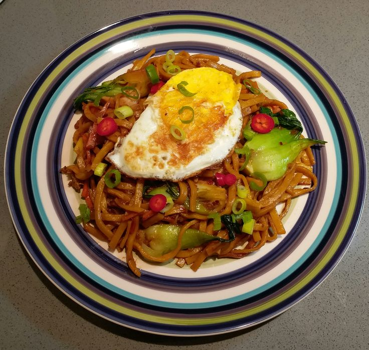 If you've been to Malaysia, Indonesia or Singapore, you would have tasted mee goreng ayam which is a sweet, salty and spicy sitr-fried noodle dish. Mee goreng ayam literally translates to fri…
