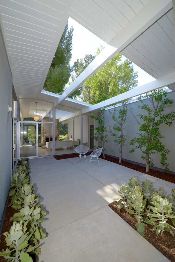 Modern homes los angeles brentwood untouched 1960 mid century modern - Eichler House Courtyard Light Space Bordered With Plants Find This Pin And More On Dreamin In Mid Century Modern