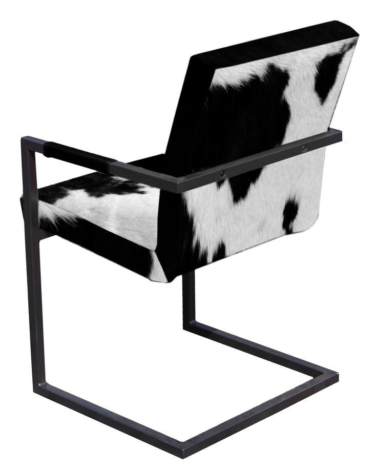 Vintage stoel met zwart en wit koeienhuid