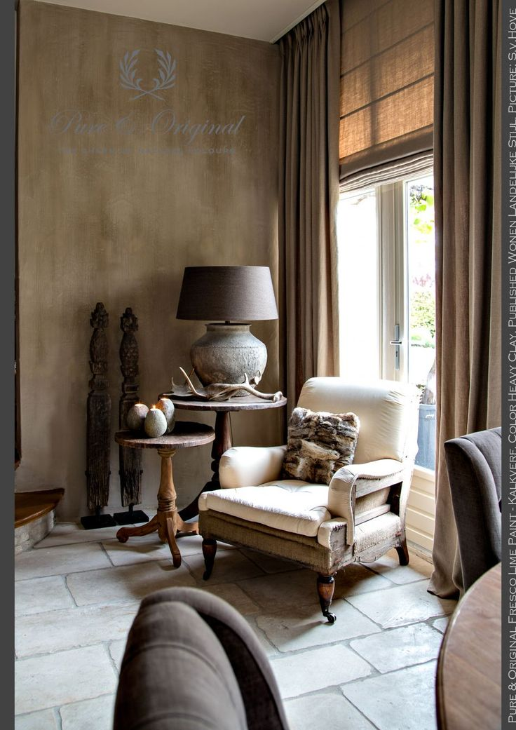 Salon | Living Room | Corner | Fresco Lime Paint - Kalkverf in the color Heavy Clay on the wall