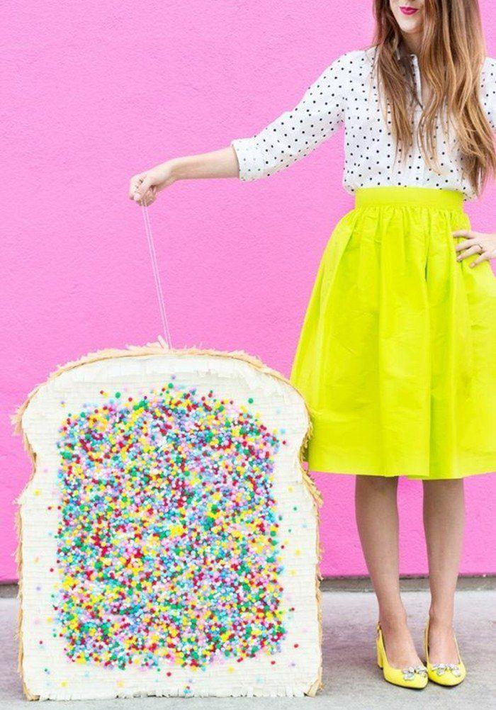 idée comment fabriquer une pinata géante, pain de mie avec décoration multicolore