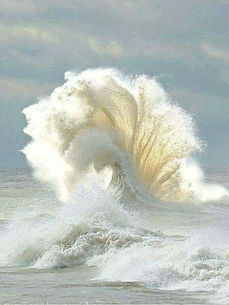 Beautiful photo of a wave dancing! Taken just at the perfect moment
