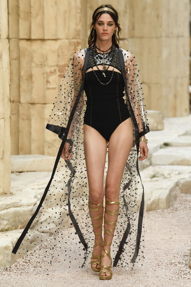 Runway #fashion Resort 18: Karl Lagerfeld took us on a Grecian Isles getaway with Chanel