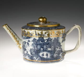 Porcelain teapot with intertwined double handle rising from floral reliefs, decorated with a landscape in blue and overlaid vine band in gold. Chinese, Qing dynasty, late 18th century. #Teapot #Tea #China #Porcelain