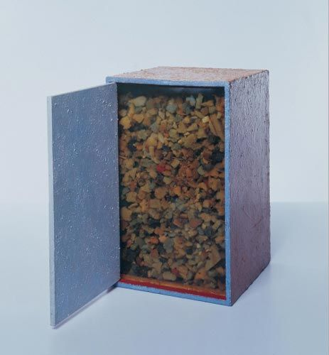 Hélio Oiticica. <em>Box Bólide 16,</em> 1965-1966. Oil with polyvinyl acetate emulsion on wood; glass; charcoal; beach shells. César and Claudio Oiticica Collection, Rio de Janeiro. (c) Projeto Hélio Oiticica, Rio de Janeiro