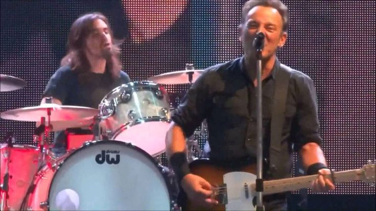 Bruce Springsteen with Jay Weinberg - Radio Nowhere (Live 2013)