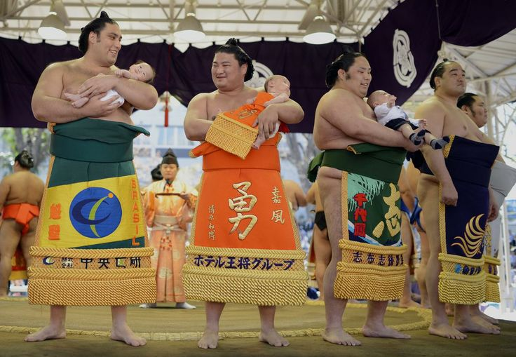 From a sailboat race in Spain to sumo wrestling in Japan, see the most striking photos from across the globe.