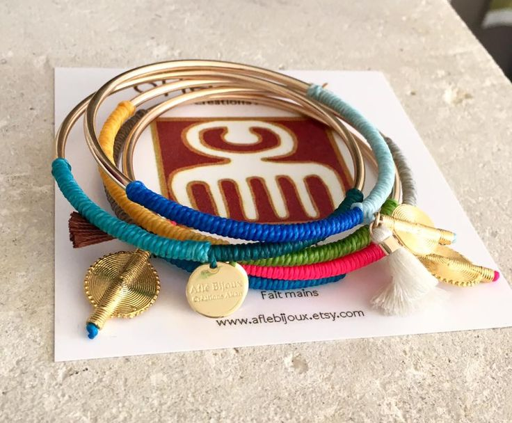 Beautiful bracelet: cotton and Akan goldweight. Handmade. Nickel free. FREE shipping. www.aflebijoux.com