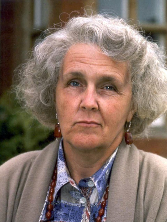 Stephanie Cole as Diana Trent in Waiting For God. I want to be Diana Trent when I grow up!!!!