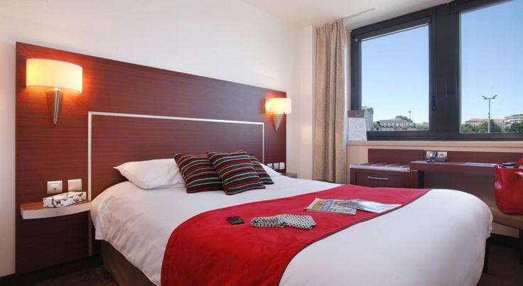 Inter Hotel Atrium Limoges This Inter Hotel is located in the heart of Limoges and close to Benedictines SNCF Train Station. This 3-star hotel offers air-conditioned rooms equipped with free Wi-Fi and flat-screen TV with Canal+ channels.