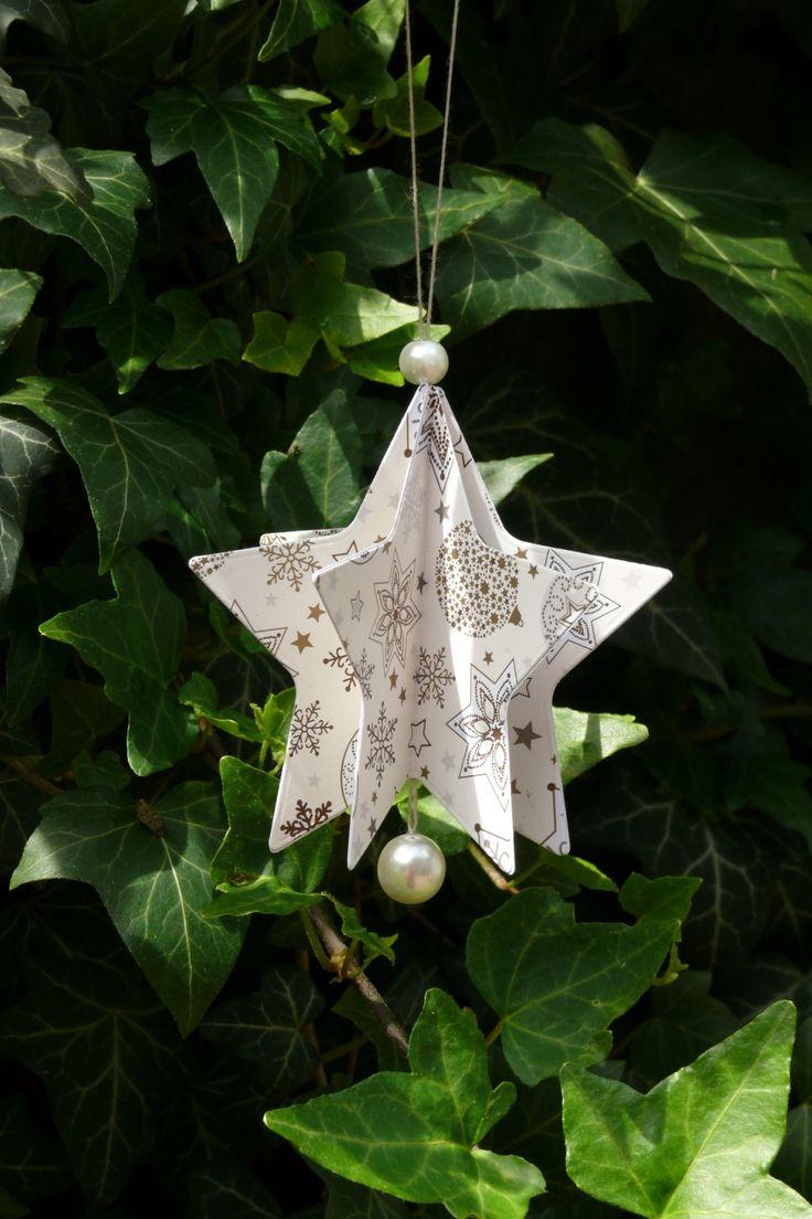 Vánoční+hvězdička+z+papíru+Velikost+hvězdičky+je+8,3+cm.+Karton+s+motivem+má+gramáž+300+gsm+-+je+velmi+pený+a+odolný.+Krásná+a+nerozbitná+dekorace+na+vánoční+stromeček.