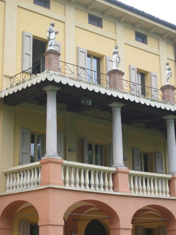 Villa Smeraldi, Museo della civiltà contadina - San Marino di Bentivoglio (BO) - Dettaglio della balconata della Villa.