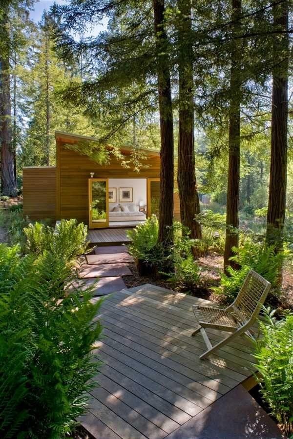 Modernes Haus Wald Deck Ausruhbereich