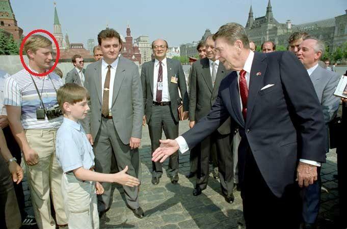 プーチン首相がKGB工作員として観光客に扮してレーガン大統領に会っていた