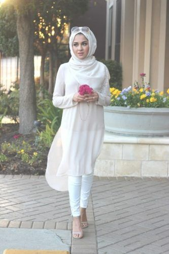 white chiffon shirt dress- How to wear shirt dress with hijab http://www.justtrendygirls.com/how-to-wear-shirt-dress-with-hijab/